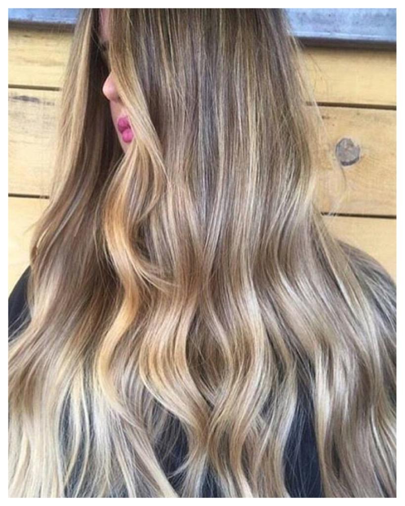 Haarausfall bei Frauen. So bleibt Dein Haar Stark und Gesund.